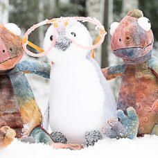 Kaksi kameleonttia lumella
